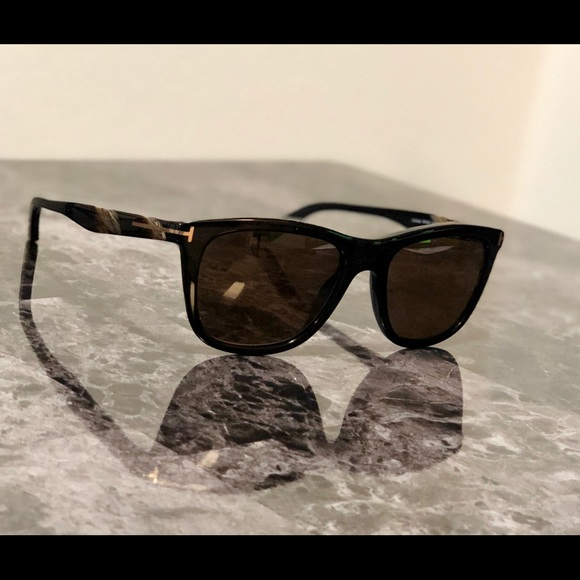 1dc321c8c867 Tom Ford Andrew Sunglasses with Polarized Lenses. M 5a80cd5d00450f60e946ad7c